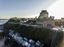 Воздушный взгляд вертолета гостиницы Frontenac замка и старого порта в Квебеке (город) Канаде Стоковое Изображение