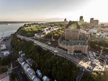 Воздушный взгляд вертолета гостиницы Frontenac замка и старого порта в Квебеке (город) Канаде Стоковые Изображения RF