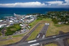 воздушный взгляд взлётно-посадочная дорожки стоковое фото