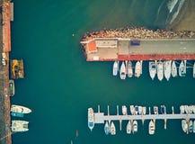 Воздушный взгляд захода солнца Марины Ла Pobla de Farnals, Валенсия, Испании Шлюпки причаленные в гавани на заходе солнца  стоковая фотография