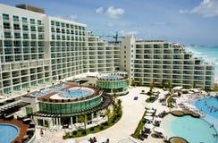 воздушный взгляд курорта cancun стоковые изображения rf