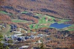 воздушный взгляд курортов гольфа курса Стоковое Изображение