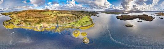 Воздушный взгляд осени замка Dunvegan, острова Skye стоковые фотографии rf