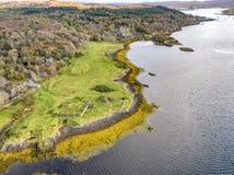 Воздушный взгляд осени замка Dunvegan, острова Skye стоковые изображения rf
