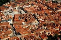 воздушный взгляд Румынии города brasov Стоковые Изображения