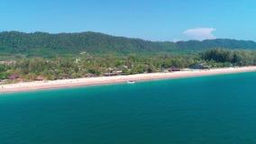 Воздушный взгляд трутня красивого тропического острова рая в Таиланде сток-видео