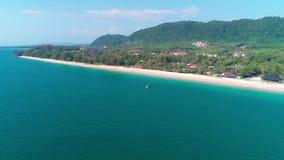 Воздушный взгляд трутня красивого тропического острова рая в Таиланде видеоматериал