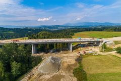 Воздушный взгляд трутня на конструкции шоссе Стоковое фото RF