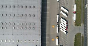 Воздушный взгляд трутня на складе и логистическом центре видеоматериал