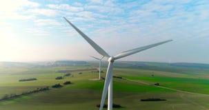 Воздушный взгляд трутня на энергии ветра, турбине, ветрянке, производстве энергии Зеленая технология, чистая и возобновляющая эне бесплатная иллюстрация