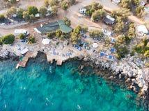 Воздушный взгляд трутня Kas малая рыбная ловля, подныривание, плавать и туристский городок в районе провинции Антальи, Турции стоковое изображение rf