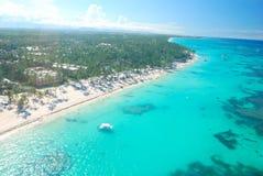 воздушный взгляд caribbean пляжа Стоковое фото RF