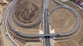 Воздушный взгляд 4k пересечения шоссе