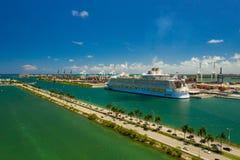 Воздушный видео- симфонизм морей на гаван Майами FL стоковые изображения rf