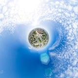 Воздушный вид на город с перекрестками и дорогами, зданиями домов Съемка вертолета изображение панорамное Стоковые Фотографии RF