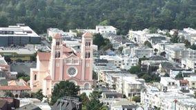Воздушный городской пейзаж Сан-Франциско и St Anne захода солнца от Grandview паркуют сток-видео