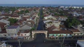 Воздушный город Ampenan взгляда трутня в Lombok сток-видео