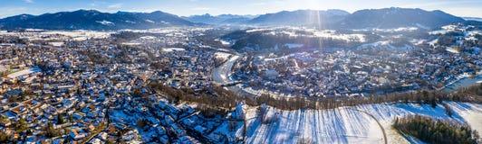 Воздушный известный старый городок плохой зимы kalvarienberg toelz - Бавария - Германия стоковое фото