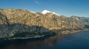 Воздушный красивый вид на заливе Kotor в вечере Черногория стоковые изображения rf