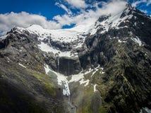 Воздушный ландшафт горы фьорда в Новой Зеландии стоковая фотография