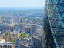 Воздушный ландшафт на мосте и корнишоне башни Лондона вид с воздуха моста башни и корнишона Лондона река london ландшафта свободн Стоковые Изображения RF