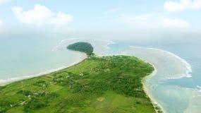 Воздушный ландшафт пляжа Ujung Genteng Стоковые Фотографии RF