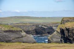 Воздушный ландшафт полуострова головы петли вида с птичьего полета, вдоль дикого атлантического пути в западной Кларе Ирландии стоковая фотография rf