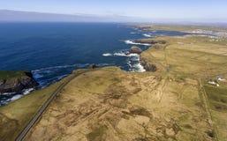 Воздушный ландшафт полуострова головы петли вида с птичьего полета, вдоль дикого атлантического пути в западной Кларе Ирландии стоковые фото