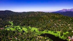 Воздушный, ландшафт трутня над загородным клубом наконечника озера, Калифорния стоковая фотография