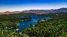 Воздушный, ландшафт трутня над наконечником озера, Калифорния стоковая фотография