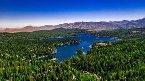 Воздушный, ландшафт трутня над наконечником озера, Калифорния стоковая фотография rf