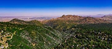 Воздушный, ландшафт трутня над наконечником озера, Калифорния стоковые фото