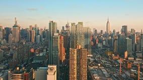 Воздушный отснятый видеоматериал трутня горизонта Нью-Йорка сток-видео