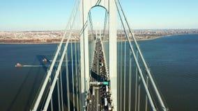 Воздушный отснятый видеоматериал трутня моста узких частей Verrazzano видеоматериал