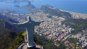 Воздушный отснятый видеоматериал Христоса спаситель в Рио-де-Жанейро, Бразилии