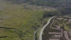 Воздушный отснятый видеоматериал 4K дороги пропуска змейки и окружающего пикового национального парка района летом 2019 видеоматериал