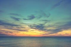 Воздушный панорамный взгляд захода солнца над океаном Стоковая Фотография RF