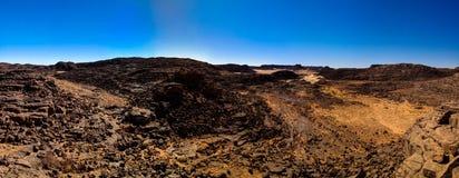 Воздушный панорамный взгляд к горе El Berdj и ущелью эрга в национальном парке nAjjer Tassili, Алжире Стоковые Фотографии RF