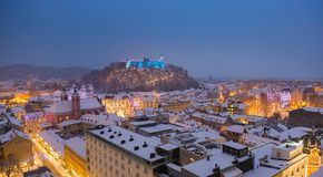 Воздушный панорамный взгляд Любляны украсил на праздники рождества, Словения, Европа стоковые фотографии rf
