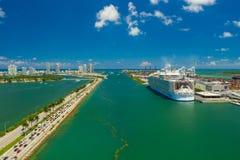 Воздушный симфонизм фото сцены Майами FL морей красочной стоковые изображения rf