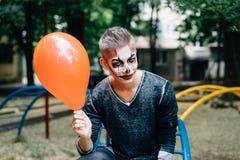 Воздушный шар как подарок для мальчика стоковые фото