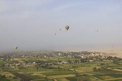 Воздушный шар Летать в горячий воздушный шар Стоковые Изображения RF