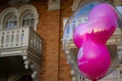 Воздушный шар мыши Mickey мадженты в волшебном королевстве на мире 2 Уолт Дисней стоковые изображения rf