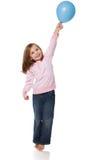 Воздушный шар удерживания девушки стоковое изображение rf