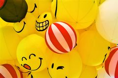 Воздушный шар улыбки желтый стоковое изображение rf