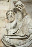 возлежа статуя Стоковое Изображение