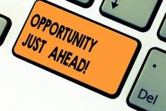 Возможность показа знака текста как раз вперед Схематический успех фото ждет перед вами клавишу на клавиатуре Keep двигая стоковые изображения