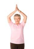 возмужалая йога женщины положения стоковые фото