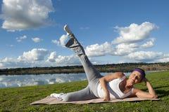 возмужалая йога женщины Стоковое фото RF