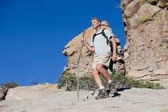 Возмужалый Hiking человека Стоковые Фото